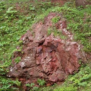 赤根沢赤岩