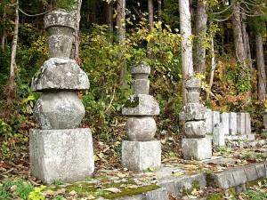 穴沢氏一族の墓