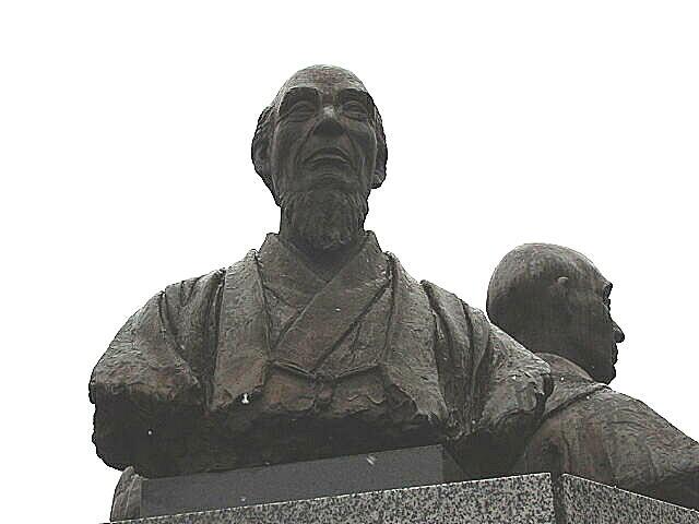 大槻三賢人像