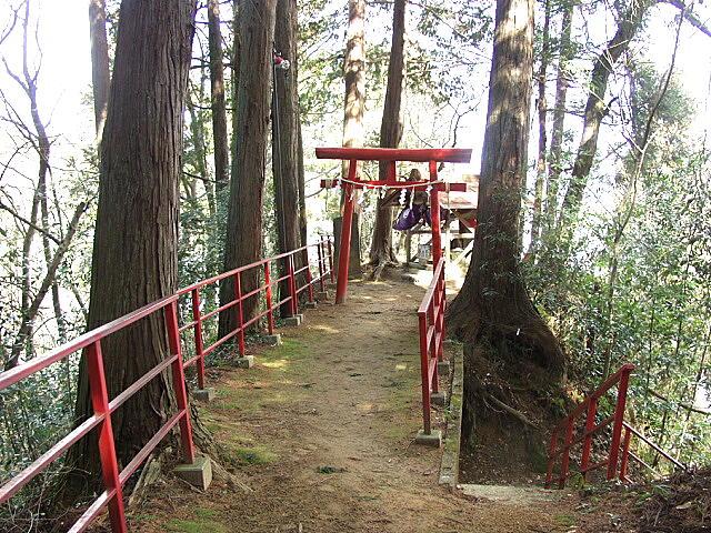 鍋倉山八幡神社