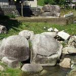 入谷の巨石