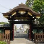 万寿院霊屋門