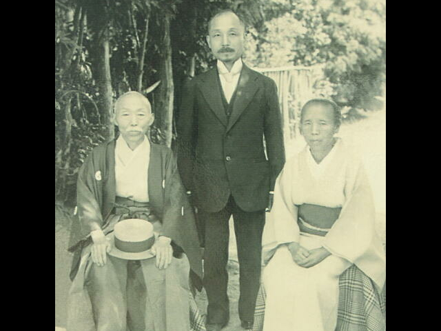 安達峰一郎