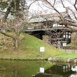 "<span class=""title"">津軽藩治世の桜の城、弘前城</span>"
