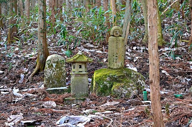 安藤童女の墓